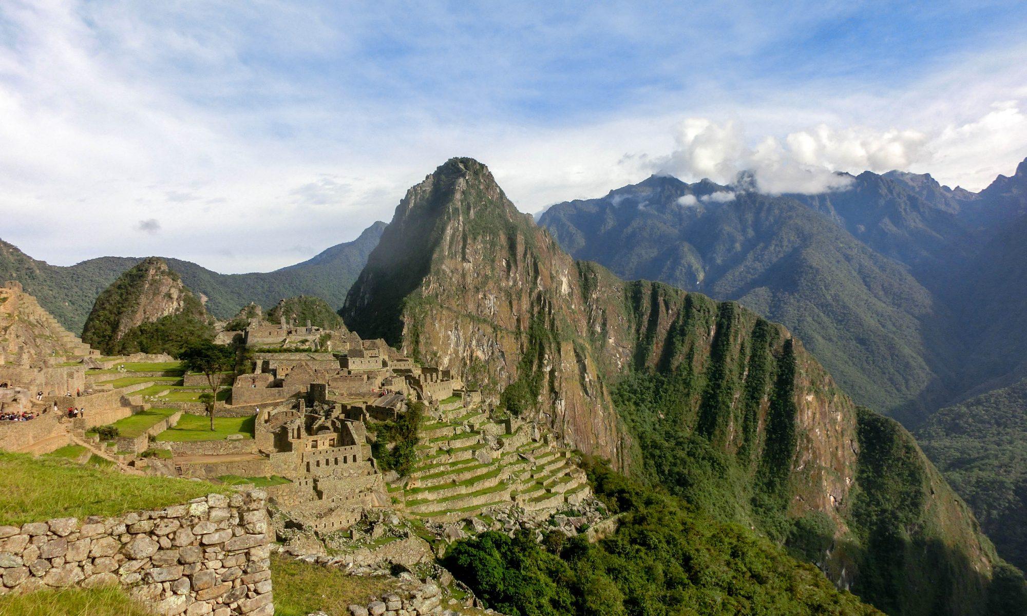 панорама към Мачу Пикчу